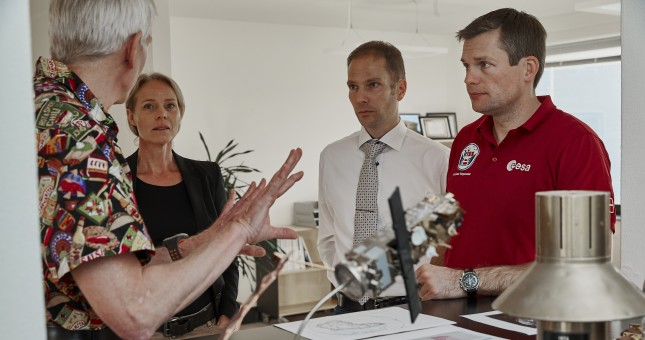 Folk taler med dansk astronaut